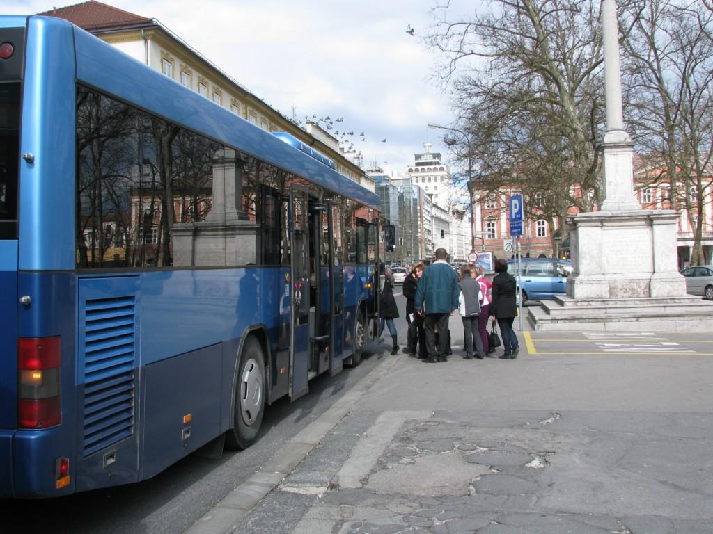 Do Ljubljane smo se odpeljali z avtobusi.