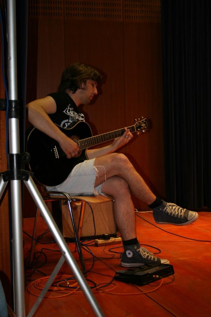 Eni izmed prvih nastopov učencev GŠ Lartko (1)