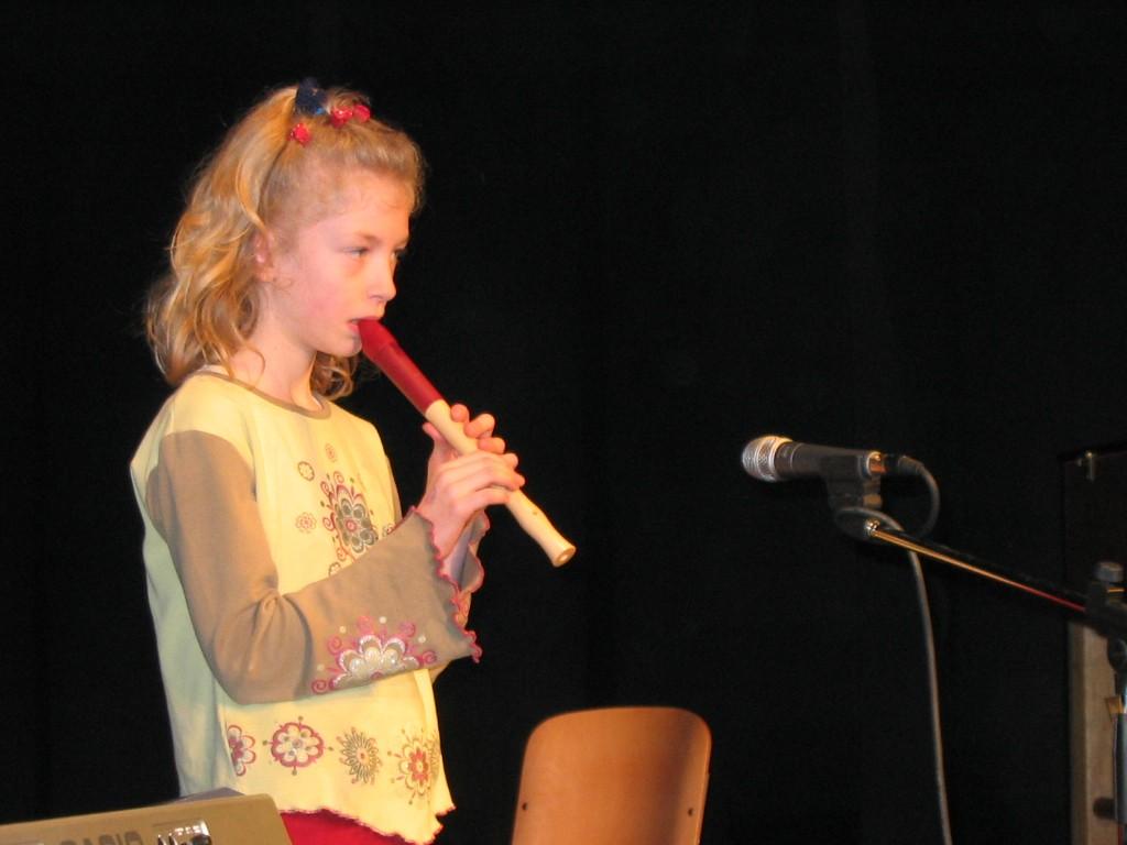 Eni izmed prvih nastopov učencev GŠ Lartko (2)