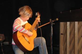 Eni izmed prvih nastopov učencev GŠ Lartko (4)