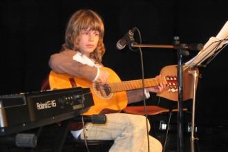 Eni izmed prvih nastopov učencev GŠ Lartko (8)