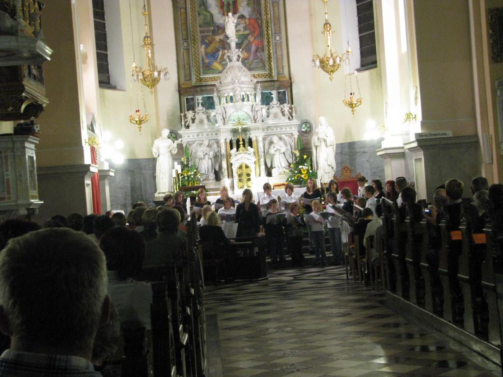Koncert v cerkvi je navdušujoč.