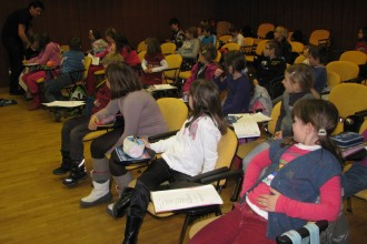 Med odmorom seminarja nas zabava učitelj.