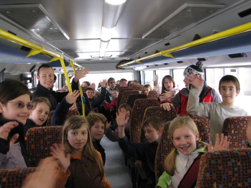 V avtobusu smo živahni, radi tudi prepevamo.